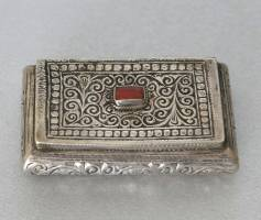 Silver box with coral - Morocco
